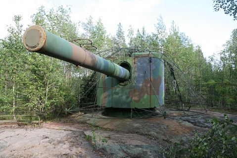 A few of her guns still remain emplaced around Sweden to this day. While its 1900s tech, these EMP-immune guns could ruin the paintjob of Soviet ships well into the 1980s if needed. The Swedes no longer use these guns, but still have thier breechblocks (just in case)