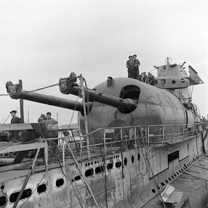a side view of the 8-inch guns on the submarine. Note the muzzle tampinions.