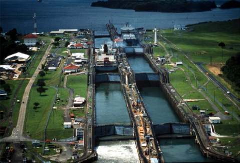 The Gatun Locks at the Panama canal were supposed to be the I401s first target