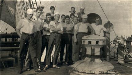 sailors from Skoleskibet KØBENHAVN