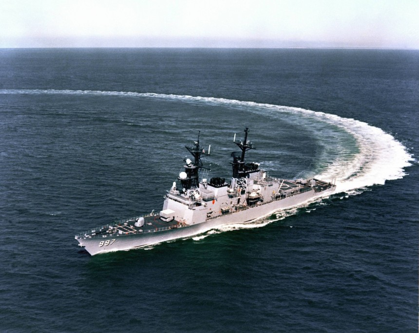 All good things come to an end: last Spruance-class destroyer USS Hayler (DD-997) in a hard starboard turn during her Acceptance Trials, circa late February 1983.
