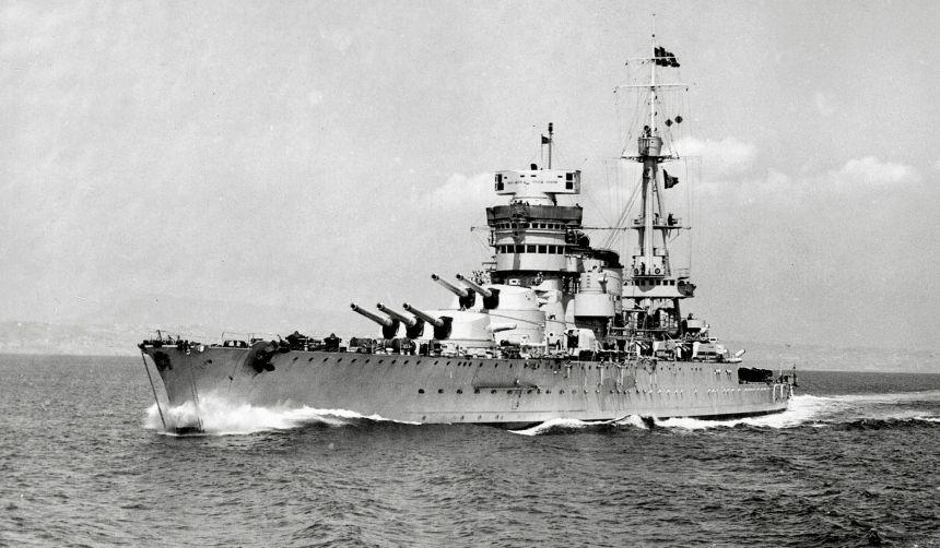 Italian battleship Conte di Cavour on maneuvers, 1938