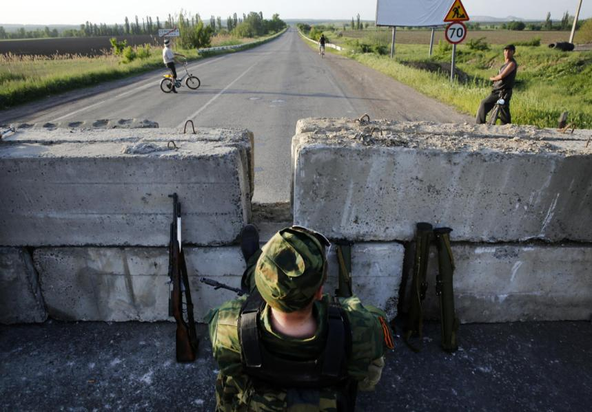 Pro-Russian rebels stand next to newly dug trenches at a fortified front line rebel position near the eastern Ukrainian town of Slaviansk May 16, 2014. (REUTERS/Yannis Behrakis)