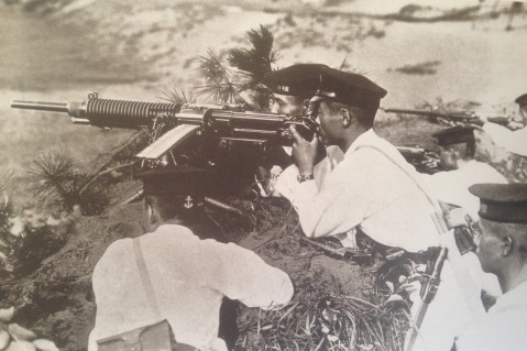 Special Naval Landing Force with japanese type 3 hotchkiss machinegun