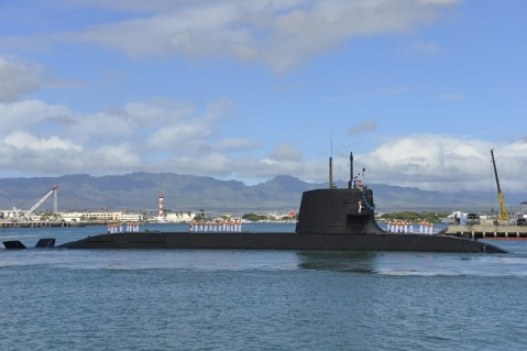 Japan Maritime Self Defense Force (JMSDF) Sōryū-class submarine Hakuryu (SS-503) arrives at Joint Base Pearl Harbor-Hickam for a scheduled port visit, Feb. 6. While in port, the submarine crew will conduct various training evolutions and have the opportunity to enjoy the sights and culture of Hawaii. (U.S. Navy photo by Cmdr. Christy Hagen/Released)