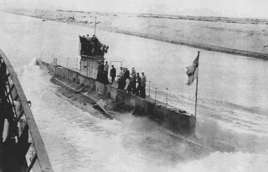 HMAS AE2 passing through Suez Canal