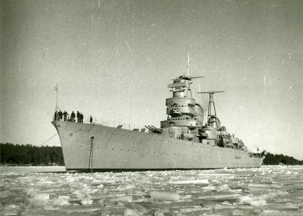 HMS_Göta_Lejon_in_ice