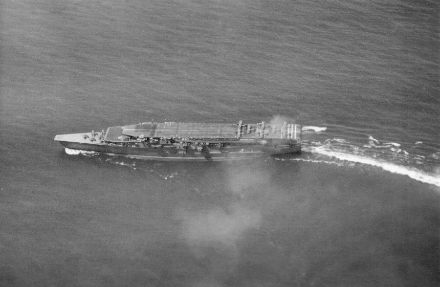 Kaga conducts air operations training 1930. upper deck are Mitsubishi B1M Type 13 bomber and Nakajima A1N Type 3 fighters are on the lower deck. Photo from Kure maritime museum