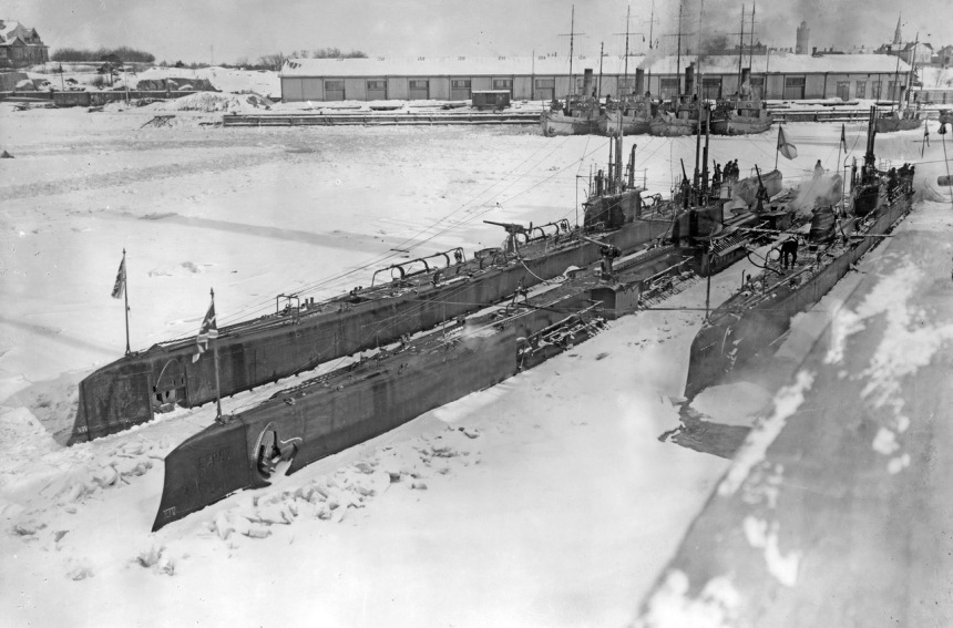 """Volk"" (""Wolf"") and ""Bars"" (""Leopard"") iced in at Reval, 1916."