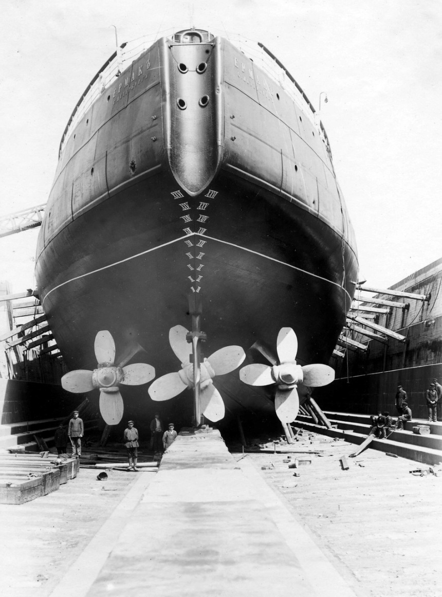 Note the close arrangement of her three stern screws