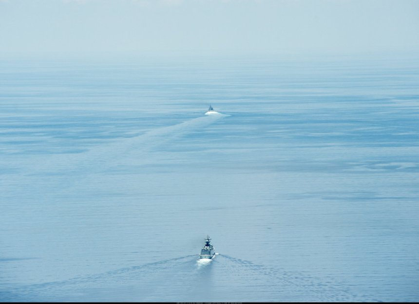 The littoral combat ship USS Fort Worth (LCS 3) conducts routine patrols on Monday in international waters near the Spratly Islands as the Chinese People's Liberation Army-Navy (PLAN) guided-missile frigate Yancheng (FFG 546) sails close behind - click to big up. U.S. Navy/MC2 Conor Minto