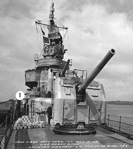 """Mark 30 single mounts on Gleaves-class USS Arron Ward DD-483 in May 1942 Note 5"""" (12.7 cm) propellant canisters on the left and Mark 37 FCS with """"FD"""" Radar U.S. Naval Historical Center Photograph # 19-N-30722"""