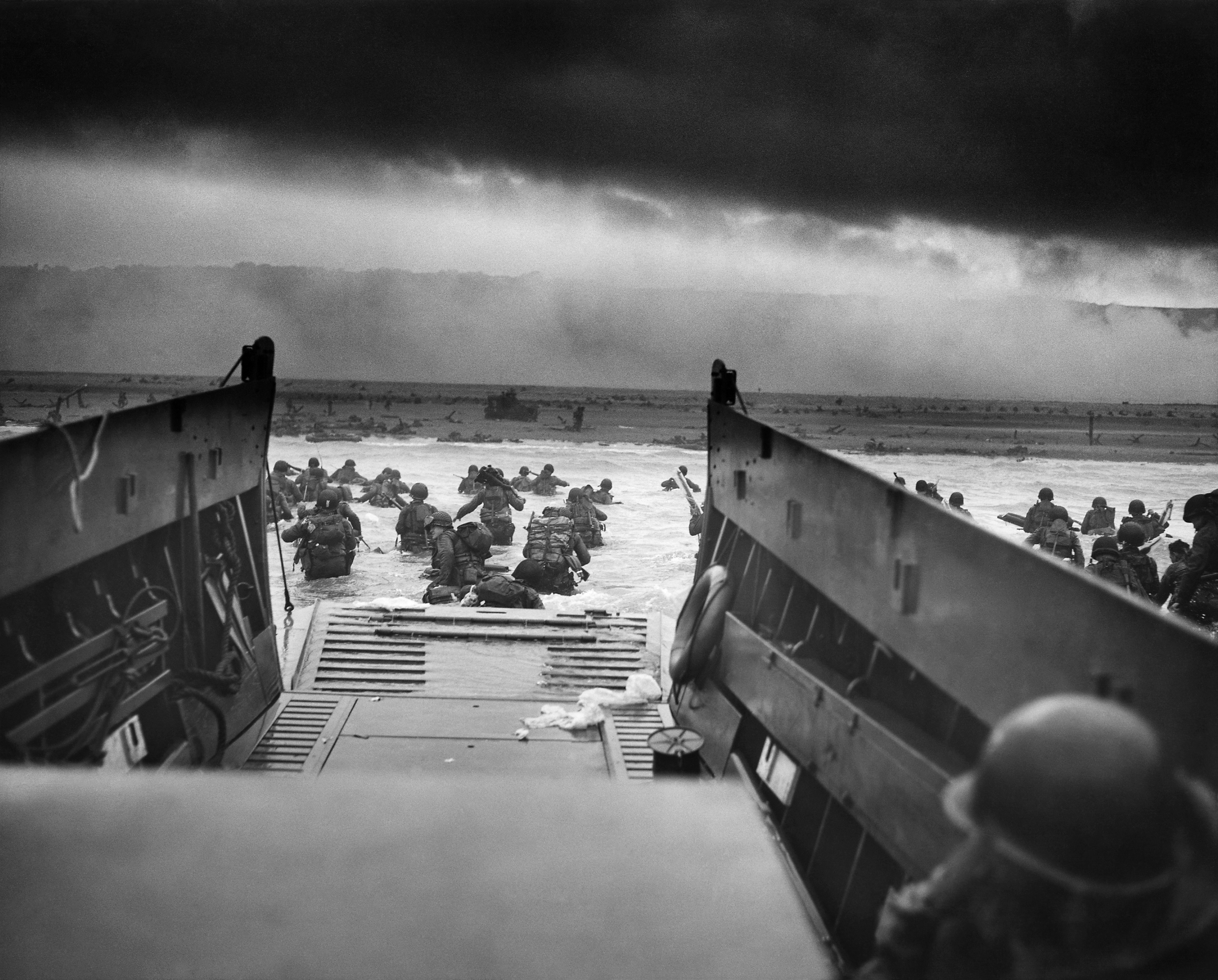 Famous picture of an LCVP from the USCG-manned USS Samuel Chase disembarking troops of the 29th Infantry Division at Omaha Beach June 6, 1944. Clic to big up