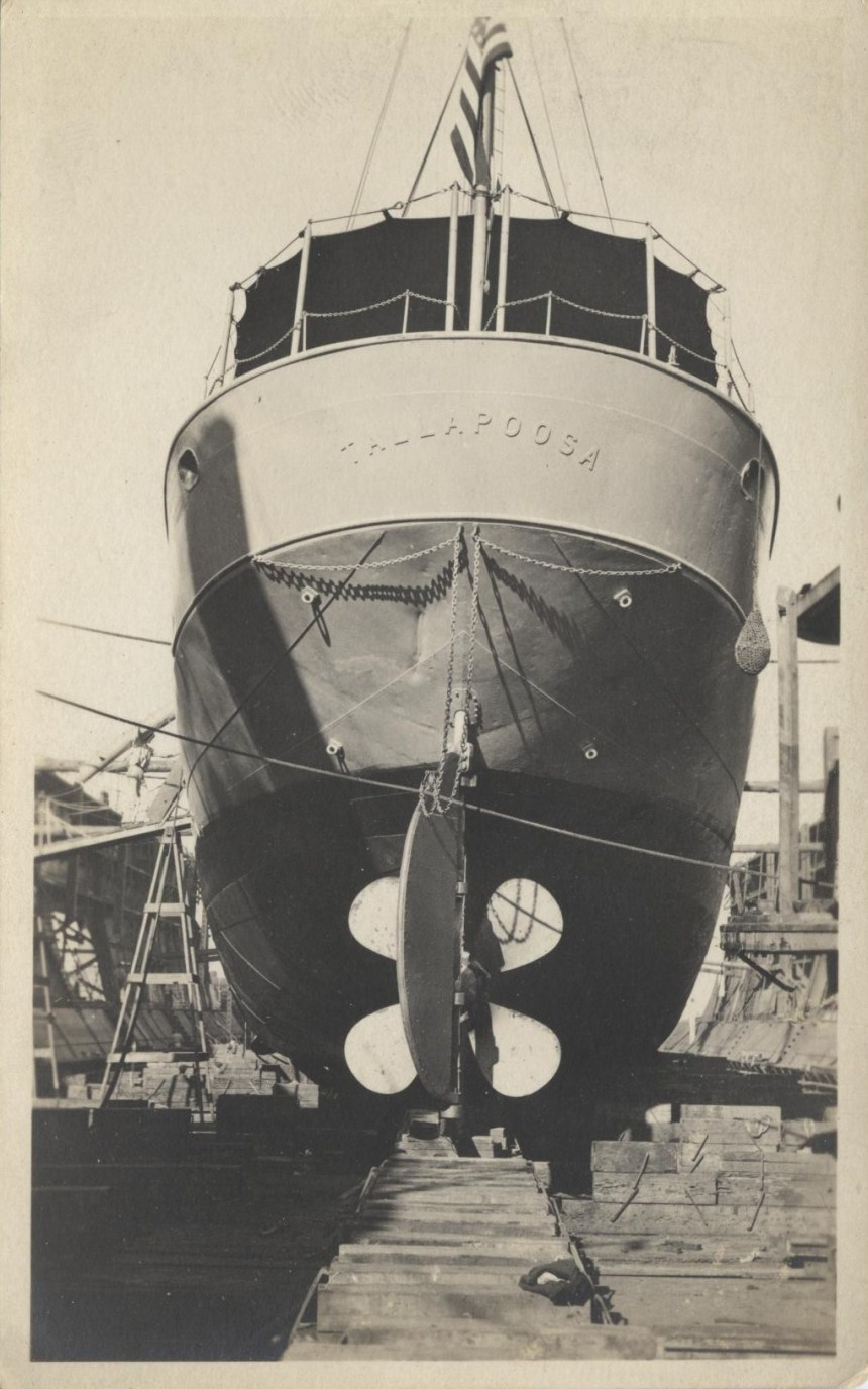 USCGC_Tallapoosa_in_dry_dock,_early_1920's