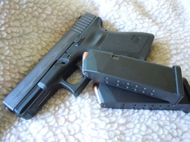 (My own humble III Gen G19 taking a nap with a pair of OE 15 round flush fits)