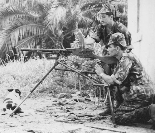 Two members of the 4th special hunter company manning a Madsen machine gun. By then somewhat of an antique, in 1970s Angola