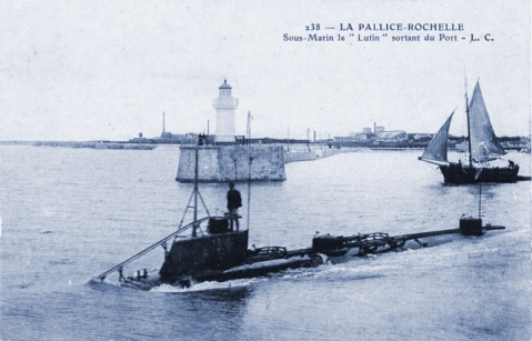Farfadet-class boat Lutin (Q10), leaving port in 1903.
