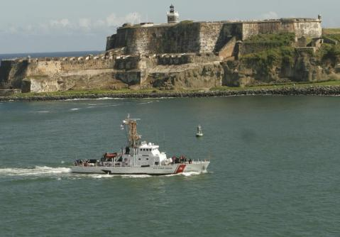 US_Coast_Guard_Cutter_Chincoteague_(WPB-1320)_passes_Fort_San_Felipe_del_Morro