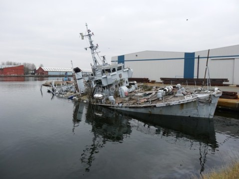 HMS Bronington, Last of the Royal Navy's Ton-Class, Sinks Next to Dock in England