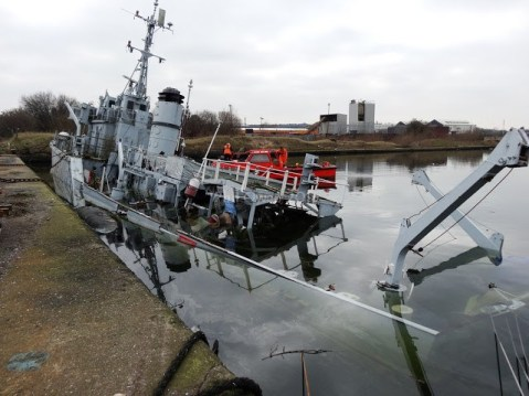 HMS Bronington, Last of the Royal Navy's Ton-Class, Sinks Next to Dock in England2