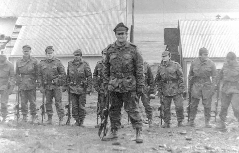 Leith Harbor, March 25, 1982, Lieutenant Commander Alfredo Astiz at the head of the Buzos Tácticos Marine commandos photographed by Serge Briez. Astiz was known as El Ángel Rubio de la Muerte (The Blond Angel of Death)