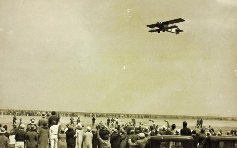 Miss Doran, Buhl CA-5 Air Sedan NX2915, takes off from Oakland, California, 16 August 1927. (San Diego Air and Space Museum Archives)