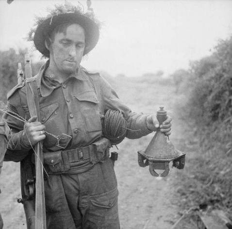 3kg Hafthohlladung adhesive hollow charge was a shaped-charge anti-tank mine developed by the Wehrmacht from 1942 onward