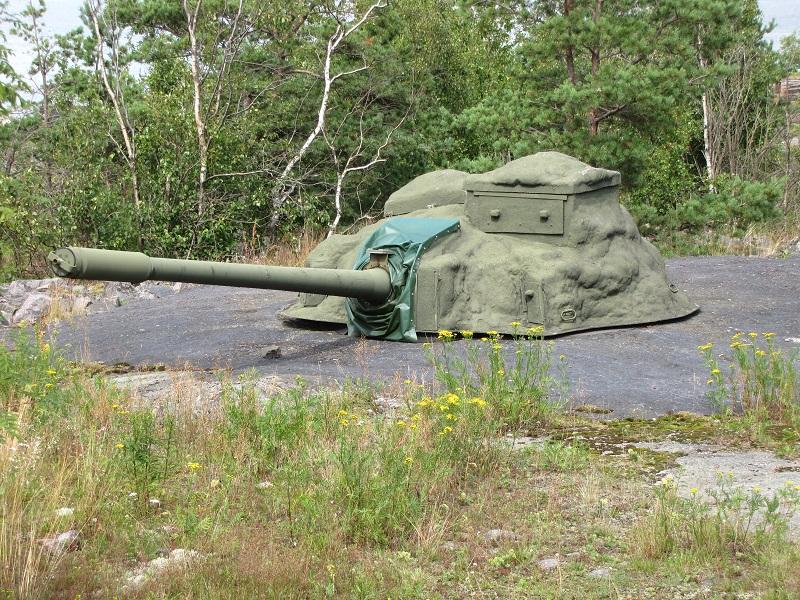 100 56 TK coastal artillery gun in Kuivasaari island. This gun is a modified T-55 turret used as coastal artillery