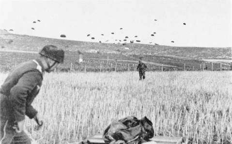 Bundesarchiv Bild 141-0864, Kreta, Landung von Fallschirmjägern
