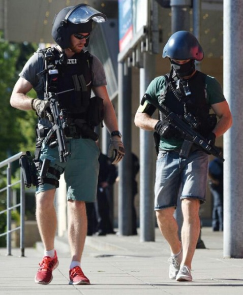 Finally, it looks like SEK is perfectly fine rolling in short pants and sneaks. Again we have MP5s and HK pistols. Also note the abbreviated expandable baton on the officer to the right, worn cross draw at about the 11 c'clock