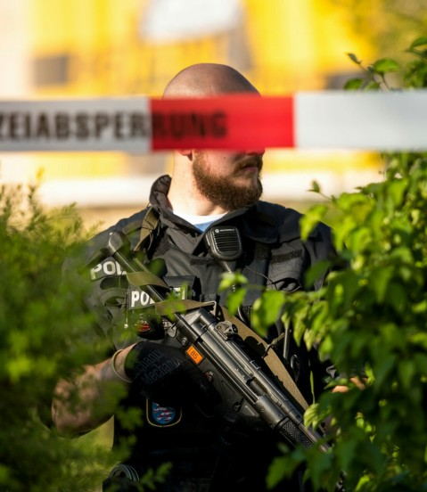 Beards are definitely in German LE. Something that is frowned upon in the States. Also, check out the Heckler and Koch MP5A5. Very nice.