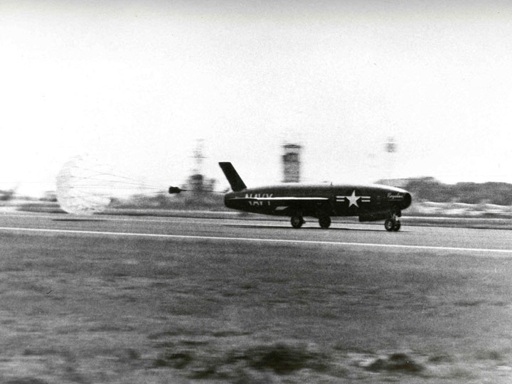 Regulus I missile landing at Mayport, Florida