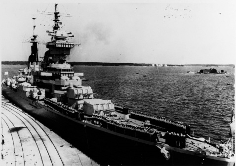 Soviet Cruiser ORDZHONIKIDZE in July 1954, while conducting a port visit at Helsinki, Finland. [3600 x 2895]
