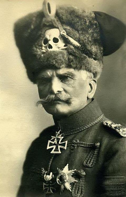 August von Mackensen in der Uniform des 1. Leib-Husaren-Regiments Nr. 1