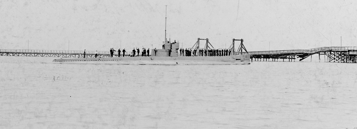 USS O-12 (SS-73) Photographed as she left her dock at the Lake Torpedo Boat Co., to start her official trials, Bridgeport, Connecticut, 21 August 1918. Note damaged bridge in background. #: NH 44559