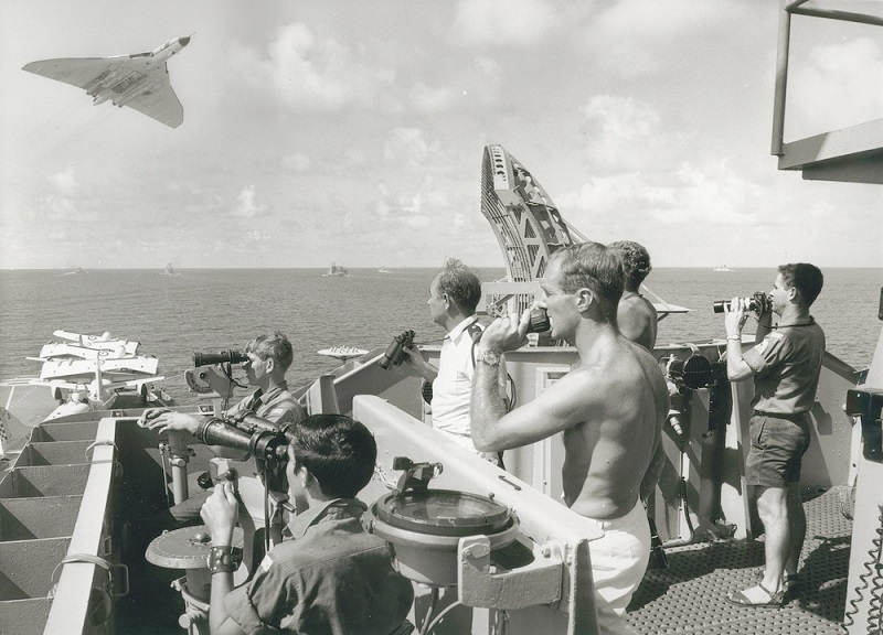 RAF Avro Vulcan makes a low pass over HMAS Melbourne (R21) during Exercise Bersatu Padu, South-East Asia 1970. [1,000 x 720]