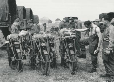 royal Enfield WD RE motorbike flying flea parachute bike 3