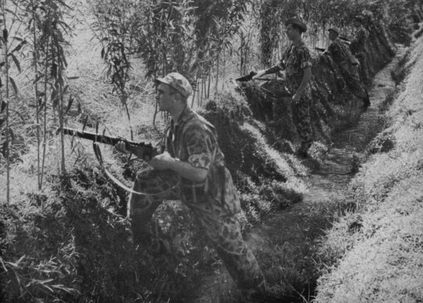 Dutch KNIL infantry with British SMLE Enfields figting Indonesian sepretists in 1948-- dig the ex-Army HBT