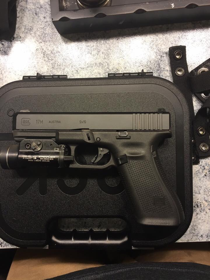 The TLR-1 is sweet, note the flared magwell absent from the above shot, also the belt keepers scream copshit, lending an air of cred to the whole thing