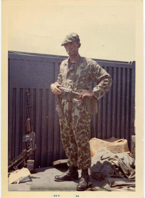 us army special forces vietnam 1966 note camo beret bar gun and m3 grease gun m-3