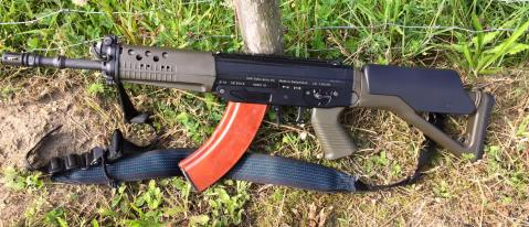 vickers Swiss Arms SG 553 R in 7.62 X 39mm. Takes AK mags sig 2