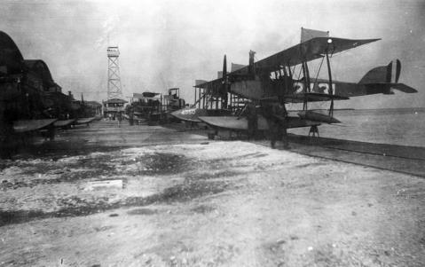 curtiss-n-9-seaplane-like-the-one-pictured-here-in-key-west-circa-1917-18