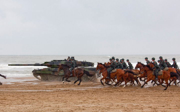 dutch-leopard-2-tank-with-army-horse-cavalry-squadron