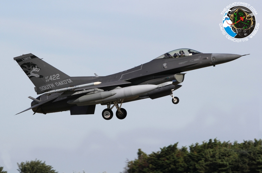 f-16c-from-the-south-dakota-ang-175th-fighter-squadron-of-114th-fighter-wing-88-0422-with-dark-gray-scheme