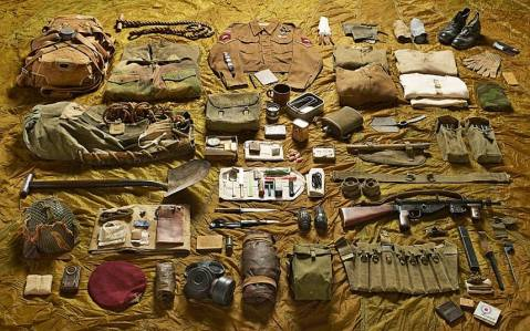 kit-layout-of-a-lance-corporal-from-operation-market-garden-para-british-sten