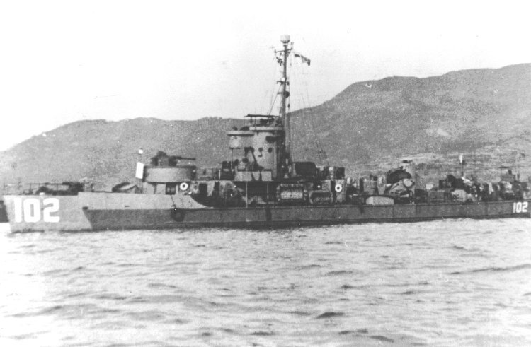 LCS(L)(3)-102 underway off the Island of Kyushu, Japan, September 1945. National Association of USS LCS(L) 1-130