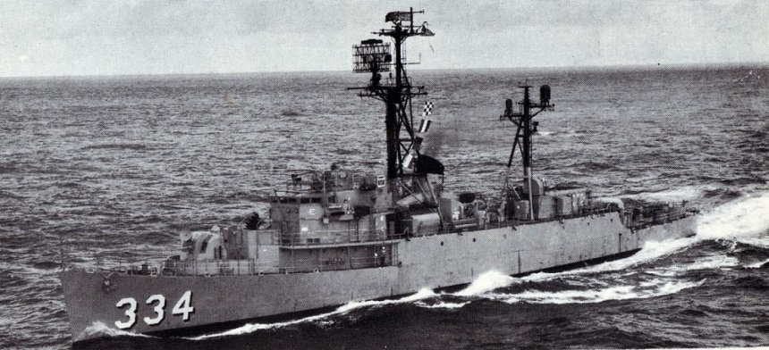 1968 location unknown - The escort ship USS Forster (DE 334) underway. (U.S. Navy photo by PHCM L. P. Bodine)