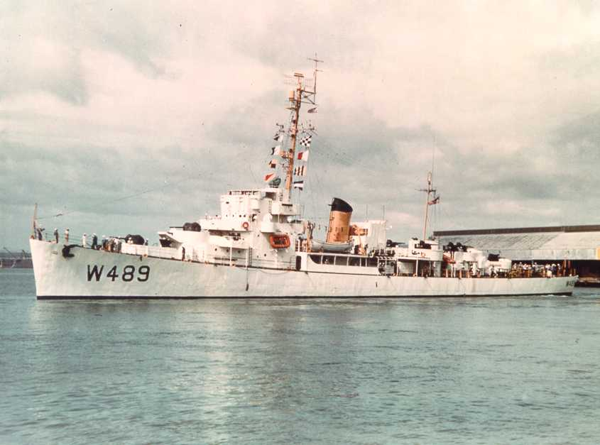 Forster's sister, the Edsall-class USS Durant (DE-389/WDE-489/DER-389) in her Coast Guard livery. Note the AAA suite has been reduced. Forster carried the same white and buff scheme
