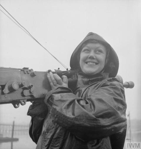 WOMEN'S ROYAL NAVAL SERVICE. MAINTENANCE WRENS MAINTAIN SMALL ARMS UP TO 3 POUNDER HOTCHKISS FOR ALL TYPES OF SMALL CRAFT - MTB, MGB, ML, MOS AND MASB. THESE GIRLS KNOWN AS QO (QUICK-FIRING ORDNANCE) WRENS BOARD THE BOATS AS SOON AS THEY COME IN AFTER AN OPERATION, TO STRIP AND CLEAN THE LEWIS AND 0.5 VICKERS MACHINE GUNS. (A 12187) A QO Wren removing a 0.5 Vickers machine gun turret for servicing. Copyright: © IWM. Original Source: http://www.iwm.org.uk/collections/item/object/205145632