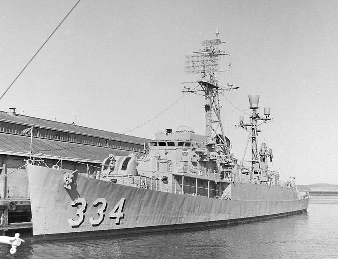 USS Forster at South Elizabeth Street Pier Maritime Museum of Tasmania P_CR_56557 . Note her large radar array